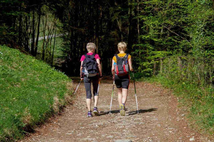 Walking oder Nordic Walking - Unterschiede und Vorteile